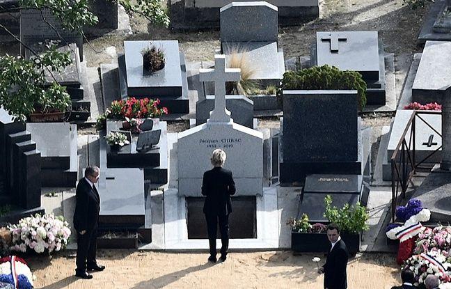 Claude Chirac se recueille devant la tombe de son père défunt, Jacques Chirac, inhumé au cimetière du Montparnasse, ce lundi après-midi.
