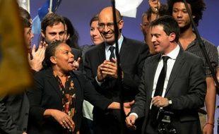 """Le ministre de l'Intérieur, Manuel Valls, a rendu un hommage appuyé mercredi soir à la garde des Sceaux, Christiane Taubira, victime de récentes attaques racistes, assurant former avec elle un """"beau couple"""" entièrement dédié à la défense de l'état de droit face aux """"extrémismes""""."""