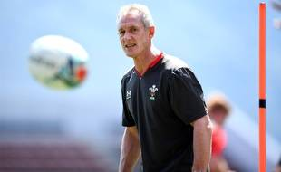 Le pays de Galles a renvoyé son entraîneur adjoint, Rob Howley, soupçonné de paris illégaux, à quelques jours de la Coupe du monde de rugby.