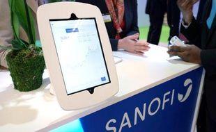 Stand de Sanofi au Salon Aactionaria le 21 novembre 2014 à Paris, avec un écran qui suit la cote du groupe en Bourse