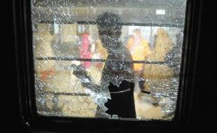 Au moins deux personnes ont été tuées et 24 autres blessées vendredi lorsque des hommes armés ont tiré des roquettes contre un train de passagers dans la province pakistanaise instable du Baloutchistan (sud-ouest), selon les autorités locales.