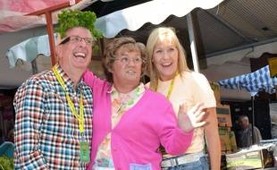 Rory Cowan, Brendan O'Carroll et Jenny O'Carroll sur le tournage du film « Mrs Brown's Boys D'Movie », en septembre 2013 à Dublin (Irlande).