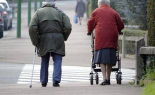 Le retour de la retraite à 60 ans pour les personnes ayant commencé à travailler avant 20 ans va rapporter au régime général de la Caisse nationale d'assurance vieillesse (Cnav) plus d'argent qu'il ne coûte, environ 600 millions d'euros en 2013, a-t-elle indiqué mardi.