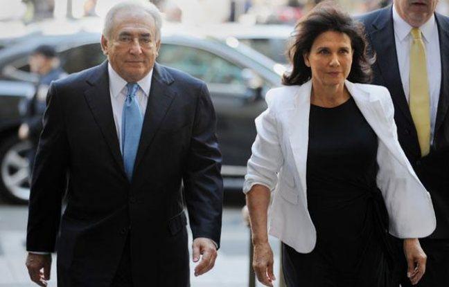 Dominique Strauss-Kahn et Anne Sinclair arrivent au tribunal de New York, pour une audience extraordinaire, au cours de laquelle les conditions de sa libération sous caution ont été levées, à New York le 1er juillet 2011.
