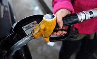 """La Cour des comptes pointe """"la perte de recettes fiscales"""" de près de 7 milliards d'euros en 2011, liée aux avantages fiscaux dont bénéficie le diesel, dans un référé rendu public vendredi, alors que selon Les Echos la fiscalité du gazole pourrait être relevée dès la loi de Finances 2014."""