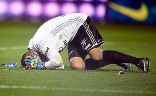 Le gardien de l'Olympique Lyonnais Anthony Lopes sonné par des pétards