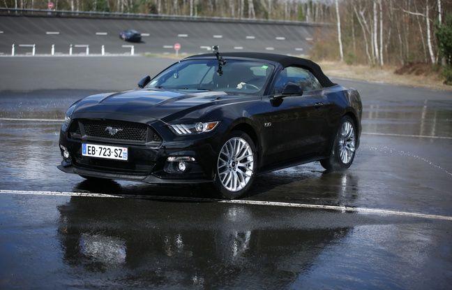 La Ford Mustang en plein drift.