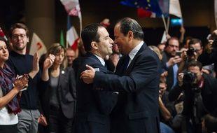 Jean-Christophe Cambadélis et Benoît Hamon lors de la convention d'investiture du candidat socialiste à la Présidentielle, le 5 février 2017 à Paris.