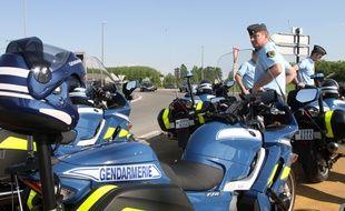 Fournes-en-Weppes, le 22 avril 2011. OpŽrations de contr™les de gendarmerie sur une route nationale dans la proche banlieue de Lille.