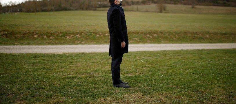 Emmanuel Macron, tout seul. (archives)