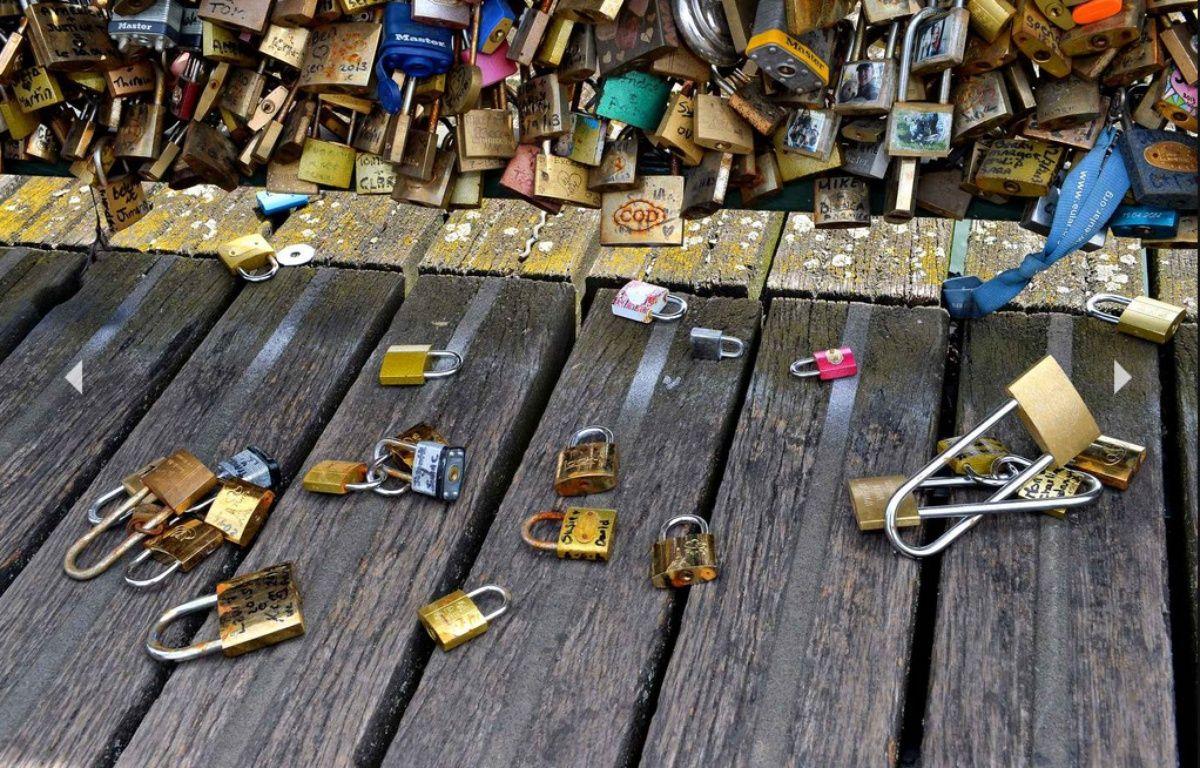 Des cadenas sur le pont des arts – ISA Harsin/SIPA