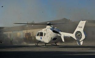 L'enfant a été transporté à l'hôpital par hélicoptère (illustration).