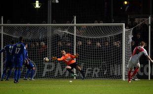 Glik inscrit le cinquième but de Monaco contre Chambly le 1er février 2017.