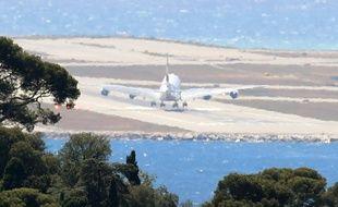 Un photographe de l'AFP a assisté à cet atterrissage impressionnant.