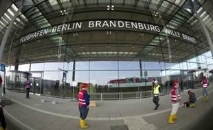 Siemens, Bosch et la filiale de Deutsche Telekom T-Systems sont soupçonnés d'avoir surfacturé des prestations à la compagnie qui construit l'aéroport de Berlin_brandebourg, situé à la périphérie de la capitale allemande