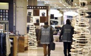 Le gouvernement semblait écarter mercredi une piste islamiste après la découverte la veille d'explosifs dans le magasin parisien Le Printemps, tout en prenant des dispositions pour renforcer la sécurité à Paris et dans les grandes villes de province.
