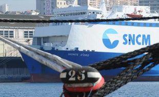 """Le ferry """"Monte d'Oro"""" de la SNCM amarré à Marseille, le 27 mars 2014"""