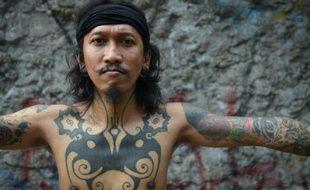 Les tatouages de Ranu Khodir, un artiste indonésien, dans un musée de Jakarta, le 14 octobre 2015
