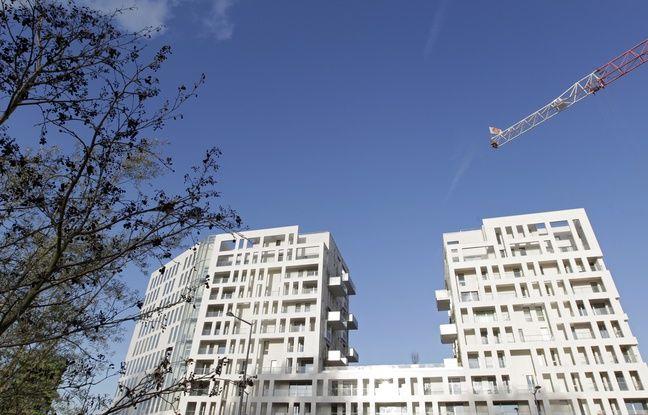 Lille, le 4 novembre 2013. L'immeuble Arboretum de Nacarat immobilier situe Porte de Valenciennes dans le quartier d'Euralille.