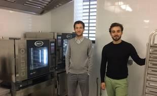 jean Eude Borde et Julian Le Goff (de gauche à droite) ont lancé un laboratoire de cuisine partagée.