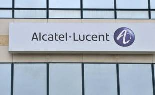 L'équipementier Alcatel-Lucent, qui a subi une lourde perte au deuxième trimestre et a abandonné son objectif de rentabilité pour 2012, a annoncé jeudi la suppression de 5.000 postes dans le monde pour remonter la pente et retrouver la confiance des marchés.