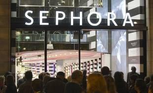 Le 9 octobre 2013. Fermeture du magasin Sephora des Champs-Elysées a 21H00 au lieu de minuit suite à une décision de justice.