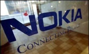 Plusieurs milliers de salariés de Nokia en Finlande, 8.000 selon les syndicats, ont protesté vendredi contre les restructurations engagées par le numéro un mondial des téléphones portables, alors qu'il dégage de confortables bénéfices.