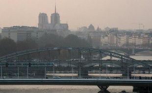 Paris sous un brouillard de pollution le 13 mars 2014