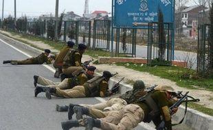 Des islamistes déguisés en joueurs de cricket ont tué cinq policiers mercredi à Srinagar, la principale ville du Cachemire indien à majorité musulmane, lors de l'attaque la plus meurtrière depuis fin 2008 qui a été revendiquée par un groupe local pro-pakistanais.