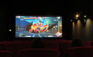 Une partie d'«Ultra Street Fighter IV» sur un écran de cinéma de 40 m2 au Vox à Strasbourg, le 11 juin 2015.