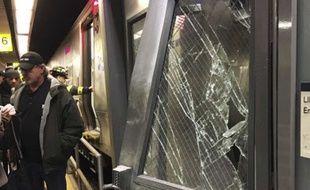 Un train de banlieue a déraillé ce mercredi matin dans le quartier new-yorkais de Brooklyn.
