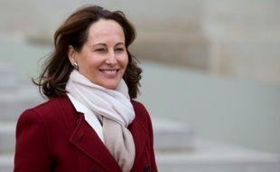 La ministre de l'Ecologie Ségolène Royal quitte le palais de l'Elysée à l'issue du conseil des ministres à Paris, le 13 janvier 2016.