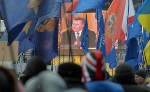 """Le président ukrainien Viktor Ianoukovitch a mis en garde jeudi les Occidentaux contre l'""""ingérence"""" dans la crise politique en Ukraine, tout en défendant les accords économiques conclus avec la Russie."""