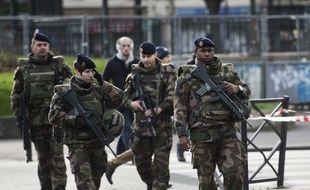 Des militaires du plan Vigipirate en patrouille dans Paris