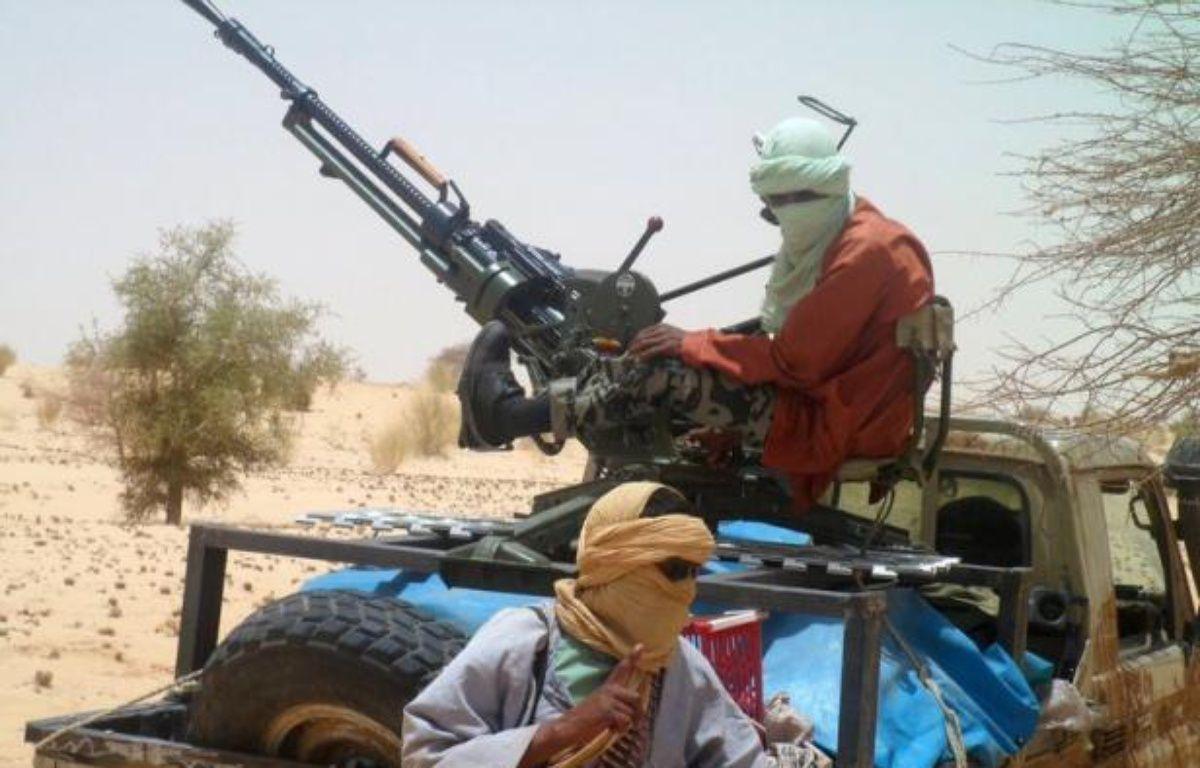 Un groupe armé islamiste a infligé mercredi une lourde défaite à la rébellion touareg dans le nord-est du Mali après de violents combats qui ont fait au moins vingt morts à Gao, ville désormais sous le contrôle total des islamistes qui renforcent leur emprise déjà forte sur la région. – Romaric Ollo Hien afp.com
