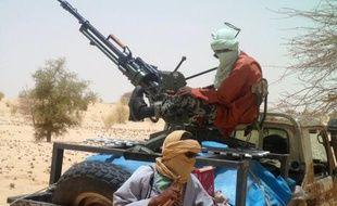 Un groupe armé islamiste a infligé mercredi une lourde défaite à la rébellion touareg dans le nord-est du Mali après de violents combats qui ont fait au moins vingt morts à Gao, ville désormais sous le contrôle total des islamistes qui renforcent leur emprise déjà forte sur la région.