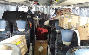 Quinze passagers voyageaient au milieu des colis dans cet autocar arrêté en gare de Perrache à Lyon
