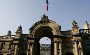 La campagne de l'élection présidentielle de 2012 a officiellement pris fin ce vendredi à minuit, à moins de 48 heures du second tour qui oppose dimanche le président sortant UMP Nicolas Sarkozy au candidat socialiste François Hollande, arrivé en tête à l'issue du 1er tour.