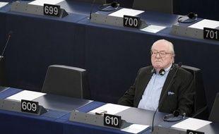 Jean-Marie Le Pen au Parlement européen de Strasbourg, le 19 mai 2015. AFP PHOTO / FREDERICK FLORIN