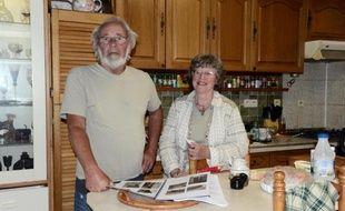 Les britanniques Faith et John Dyson, le 19 août 2014, à leur domicile à Brugairolles, dans l'Aude. Ils ont été emmurés par leurs voisins et compatriotes qui leur disputent un bout de voie