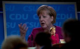 En promettant des milliards d'euros de dépenses publiques pour lancer sa campagne des législatives, la chancelière Angela Merkel envoie un signal favorable à la croissance, dans l'intérêt de l'Allemagne dont les exportations s'essoufflent, estiment des économistes.