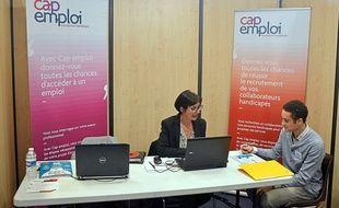 Le stand de Cap emploi, lors du Forum des initiatives pour l'emploi à Bourgoin-Jaillieu (Isère) en mars 2017.