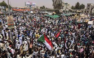 Des manifestants à Khartoum, au Soudan, le 12 avril 2019.