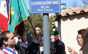 Robert Ménard dévoile la plaque de la rue rebaptisée Cdt Denoix de Saint-Marc