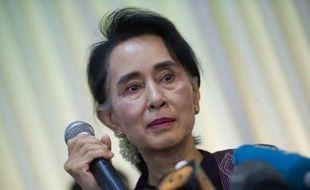 L'opposante birmane Aung San Suu Kyi en conférence de presse dans sa résidence à Naypyidaw, en Birmanie, le 11 juillet  2015