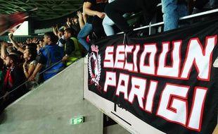Les supporters de la Secioun Parigi viennent jusqu'à l'Allianz Riviera soutenir l'OGC Nice.