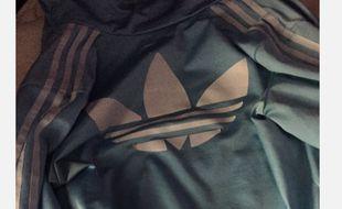 Un an après la robe, la couleur de cette veste agite les internautes.
