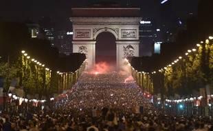 L'Arc de Triomphe s'illumine