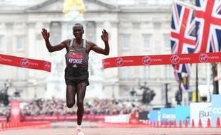 Eliud Kipchoge au marathon de Londres le 24 avril 2016.
