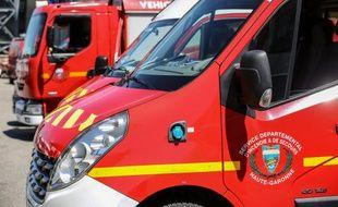 Des camions de pompiers. (illustration)